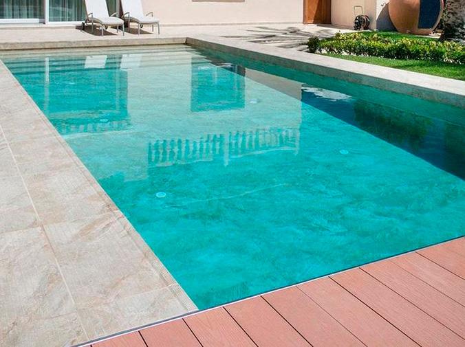 El lujo de una piscina desbordante en tu casa